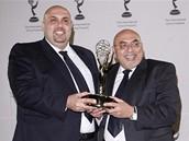 Ud�lov�n� mezin�rodn�ch televizn�ch cen Emmy 2008 - Jord�nci Talal Awamleh (vlevo) a Adnan Awamleh