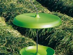 Jednoduché talíře v kombinaci plastu a kovového trnu