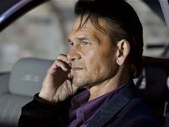 Patrick Swayze hraje v seriálu The Beast agenta FBI