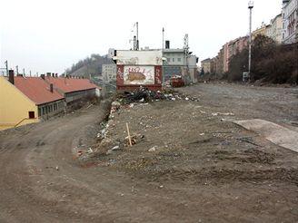 Nové spojení - dva náspy, po kterých vedly koleje na Hlavní nádraží