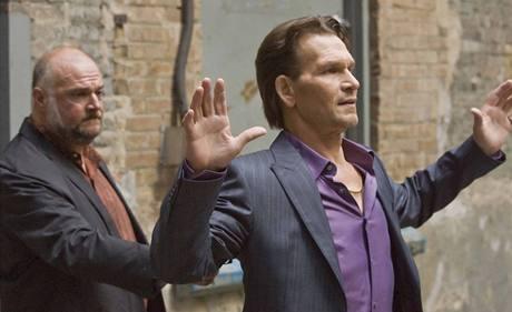 Herec Patrick Swayze nat��� nov� seri�l Zv��e