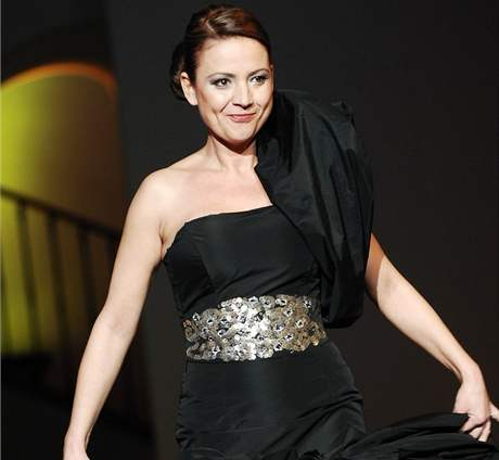Jolana Voldánová se předvedla jako modelka a celou přehlídku i spolumoderovala