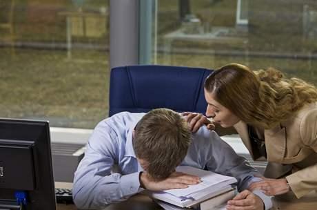 Spánek brzy odpoledne zlepšuje soustředění, zvyšuje výkonnost a zahání pocit únavy.