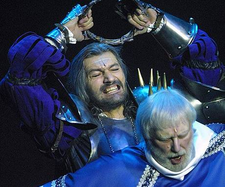 Karel Černoch a Daniel Hůlka v muzikálu Dracula