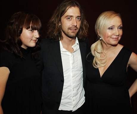 V soutěži zazpívala těhotná Bára Basiková. Podpořit ji přišel i manžel Petr Polák a dcera