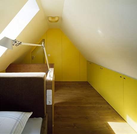 Využití zkoseného stropu pro úložné prostory