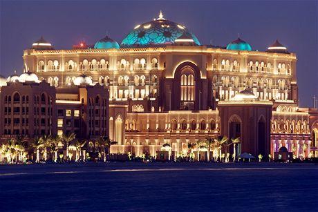 Luxusní hotel Emirates Palace v Abú Dhabi ve Spojených arabských emirátech