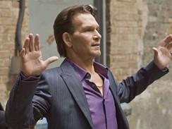 Herec Patrick Swayze natáčí nový seriál Zvíře