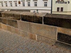 Zábradlí v úseku XIV B po opravě – chybné osazení kamenů