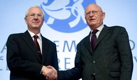 Nově zvolený předseda Akademie věd ČR Jiří Drahoš (vlevo)