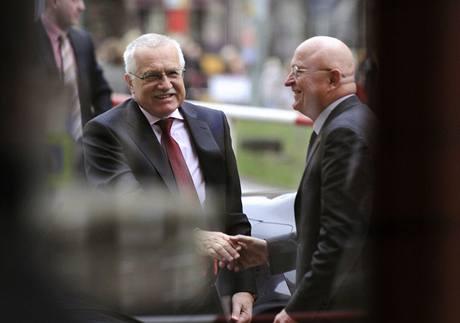 Předseda Akademie věd ČR Václav Pačes s prezidentem Václavem Klausem při volbě nového předsedy Akademie věd. (16.12.2008)