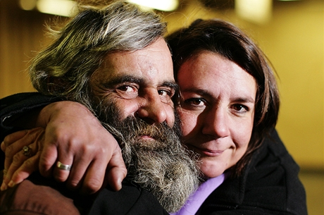 Bezdomovkyně Eva Holbusová se svým přítelem, bezdomovcem Frantou