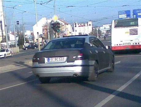 Zamaskovaný Mercedes E v Plzni