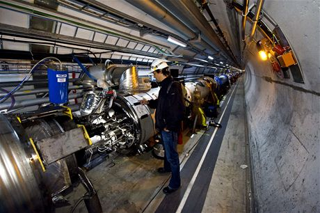 CERN - technik v sektoru 3 - 4 kde došlo 19. záí k poruše