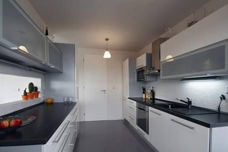 Kuchyňská linka je vyrobena z MDF desek