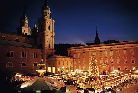 Adventní trhy v Salcburku se těší velkému zájmu turistů z celé Evropy.
