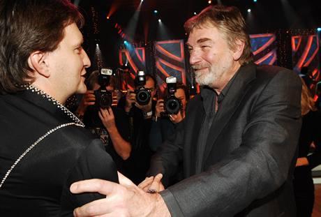 Jaromíru Bosákovi gratuluje k třetímu místu Vladimír Kratina