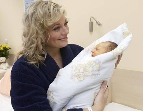 Lucie Borhyová se synem Lucasem
