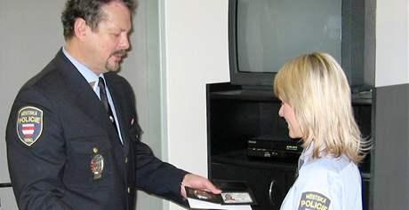 Řady brněnských strážníků posílilo 11 mužů a dvě ženy