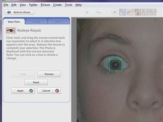 Picasa - odstranění efektu červených očí: program automaticky najde oči, myší můžete dokreslit další obdélníčky, červené oči poté ztmavnou a zmizí