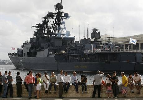 Loď Admiral Čabaněnko zakotvená v havanském přístavu