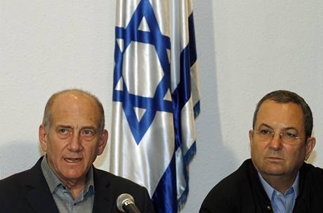 Premiér Ehud Olmert a ministr obrany Barak na tiskové konferenci