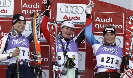 Manuela Mölggová, Kathrin Zettelová, Lara Gutová (zleva)