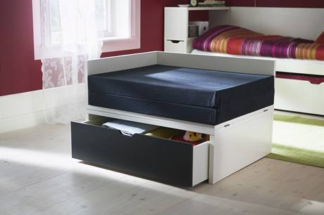 Rozkládací postel s výsuvným boxem