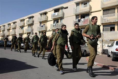 Izrael mobilizuje kvůli možnosti pozemní vojenské operace přes šest tisíc záložníků.