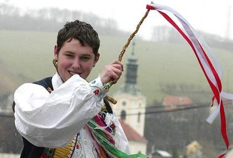 V tradi�ních krojích dnes chodili mrská�i ve �dánicích na Hodonínsku.