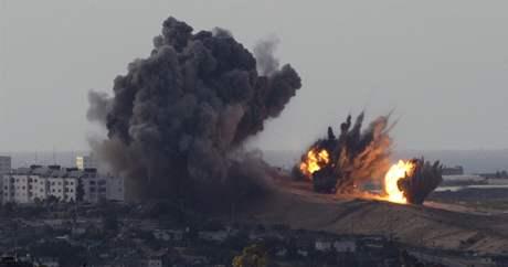 Izraelské ostřelování pásma Gazy pokračuje šestým dnem. Zemřelo už na 300 lidí. (1. ledna 2009)