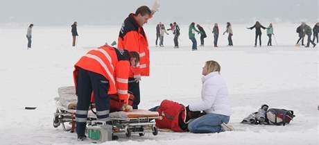 Záchranáři ošetřili bruslaře přímo na ledě Brněnské přehrady