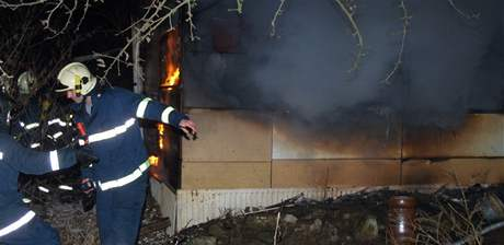 Požár dřevěné přízemní chaty v zahrádkářské kolonii u Sojkovy ulice v Brně-Bosonohách