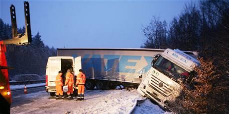 Nehoda kamionu na 32. kilometru D1 ve směru na Prahu. (5. ledna 2009)