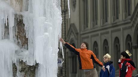 Zamrzlá kašna v Bernu (6.1.2009)
