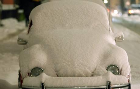 Zasněžené auto v Dortmundu, Německo (6.1.2009)