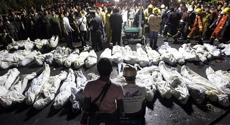 Oběti požáru v klubu v Santika v thajském Bangkoku