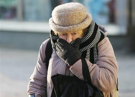 V mrazivém počasí byste se měli snažit dýchat pouze přes šálu či šátek.
