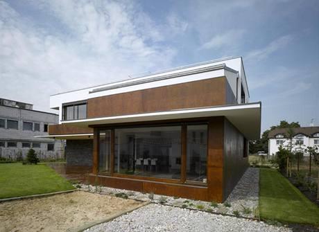Velké okenní plochy stíní exteriérové hliníkové rolety