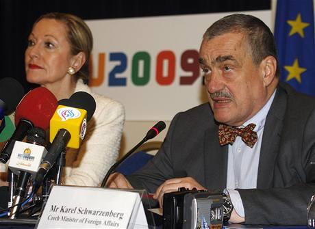 Umí čeští politici cizí jazyky? Podívejte se