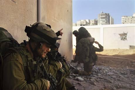 Izraelská pozemní operace v pásmu Gazy nepolevuje.
