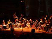Jordi Savall (zcela vlevo) a Nederlands Blazers Ensemble