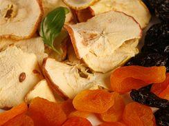 Sušené tuzemské ovoce je většinou našemu zdraví prospěšnější než čerstvé z dovozu.