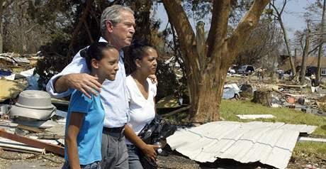 George Bush s obětmi hurikánu Katrina v září 2005