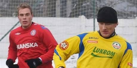 Richard Dostálek (vpravo) v dresu Zlína při přípravném utkání proti Brnu.