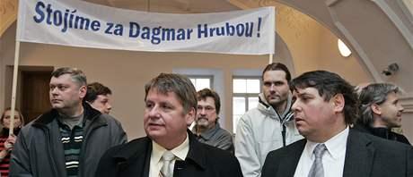 Umělci a brněnští členové ODS podpořili obviněnou Dagmar Hrubou - v popředí MIlan a Leo Venclíkovi