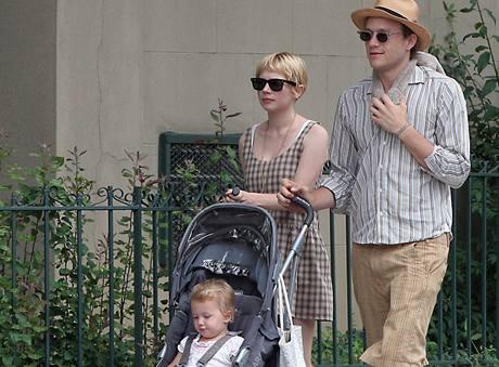 Heath Ledger s přítelkyní Michelle Williamsovou a dcerou Matildou
