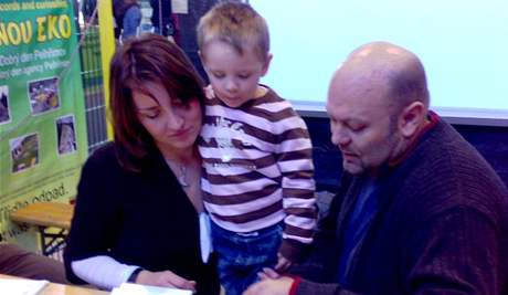 Dvouletý Matyáš Křapka poznal 42 značek aut