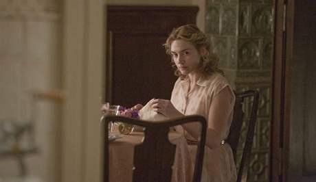 Z filmu Reader (Předčítač) - Kate Winsletová