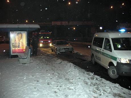 Saab, jehož řidič ujížděl po půlnoci ostravským policistům.(16.1.2009)